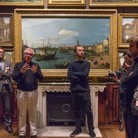 Tour of an art gallery